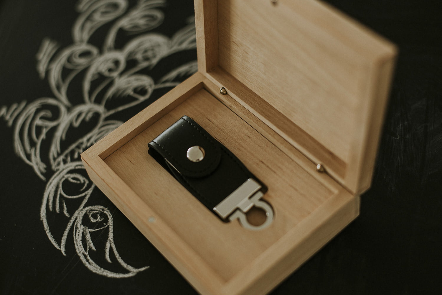 Leather and Glass USB box 3